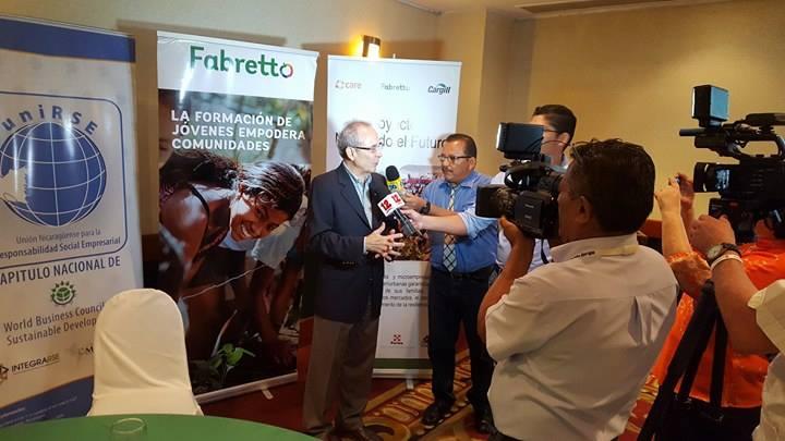 Ing. Alfredo Vélez, Vice- Presidente de Asuntos Gubernamentales de Cargill brinda palabras a medios de comunicación, sobre la nueva fase del proyecto Nutriendo el Futuro