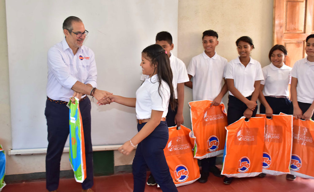 studentes benefited with scholarships from loto nicaragua